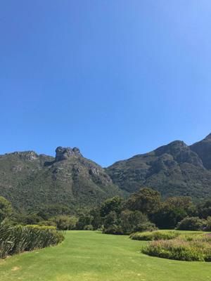 Super vue sur les montagnes de Cape Town en étant au Jardin Botanique de Kirstenbosch