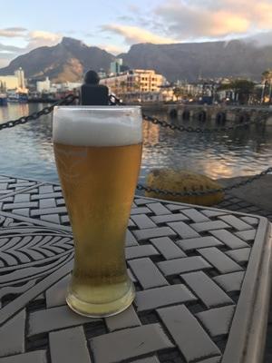 Une bonne biere au waterfront de Cape town